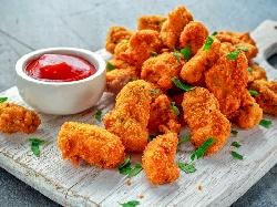 Панирани пилешки хапки от бутче в прясно мляко, брашно, яйца и галета - снимка на рецептата